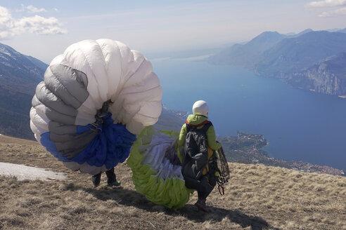 Paragliding, paragliders starting in front of Lake Garda - TMF000028