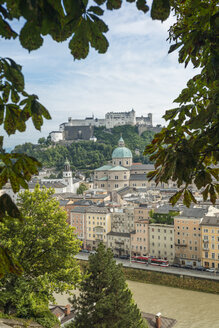 Austria, Salzburg, View of old town with Hohensalzburg castle in background - OPF000060