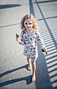 Portrait of smiling little girl with  ice lolly - MW000093