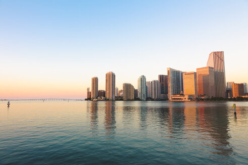 USA, Miami, Skyline at sunrise - GIOF000087