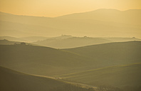 Italy, Tuscany, Val d'Orcia, view to rolling landscape at sunrise in the fog - LOMF000046