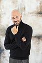 Portrait of smiling man wearing black turtleneck - MAEF010898