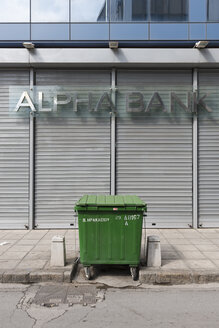 Greece, Thessaloniki, Garbage bin in front of Alpha Bank - VI000367