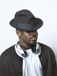 Young man with hat and headphones - STKF001424