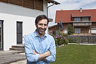 Portrait of confident man standing in garden - RBF003465