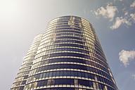 Germany, Duesseldorf, facade of modern office tower - GUFF000139
