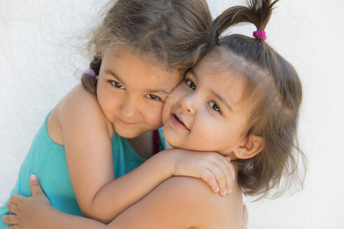 Two little sisters hugging - ERLF000002