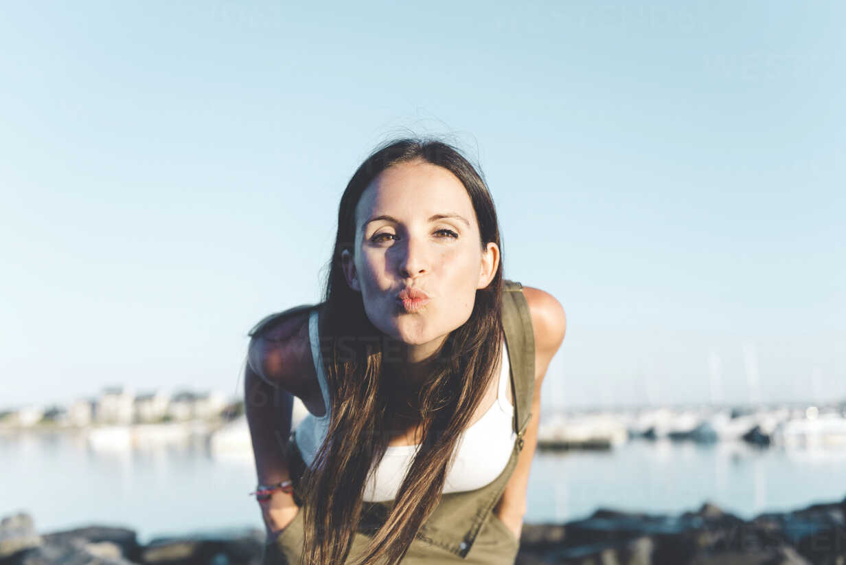 Portrait of woman pouting mouth - GEMF000315 - Gemma Ferrando/Westend61