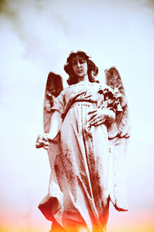 Italy, Lodi, angel statue on the graveyard - LS000071