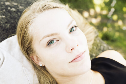 Portrait of blond teenage girl with green eyes - MEMF000942