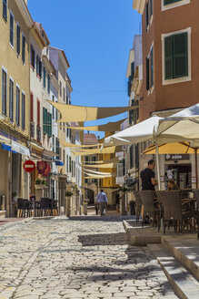 Spain, Balearic Islands, Menorca, Mao, Old town, alley and pavement cafes - MAB000334