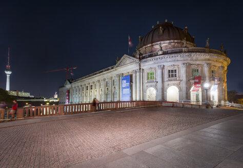 Germany, Berlin, Bode Museum with Monbijou Bridge and TV-Tower at night - NK000357