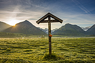 Germany, Bavaria, Allgaeu, Allgaeu Alps, field cross - WGF000707