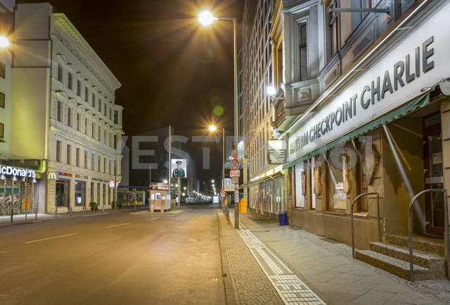 Germany, Berlin, Berlin-Mitte, Checkpoint Charlie at night - NK000367 - Stefan Kunert/Westend61