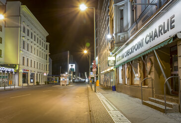 Germany, Berlin, Berlin-Mitte, Checkpoint Charlie at night - NK000367