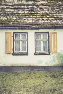 Germany, Brandenburg, windows at an old house - ASC000332