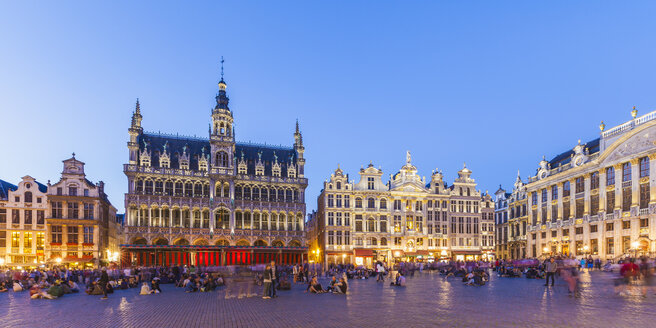 Belgium, Brussels, Grand Place, Grote Markt, Maison du Roi in the evening - WDF003178