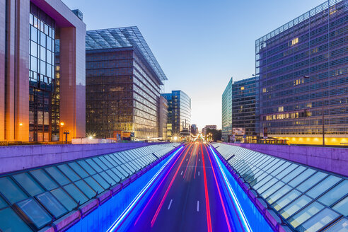 Belgium, Brussels, European Quarter, Berlaymont building right, Rue de la Loi in the evening - WDF003202