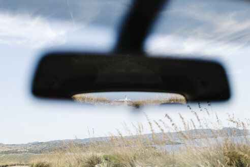 Spain, Menorca, lighthouse Faro in northern Menorca seen from inside a car in the rear view mirror - JRFF000005