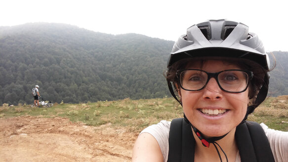 Woman with cycling helmet doing a selfie - SKCF000007