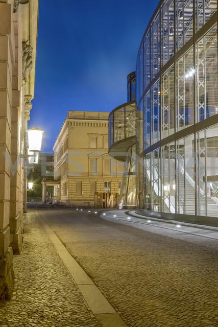 Germany, Berlin, narrow cobblestone street between historic and modern facades of German Historic Museum - NK000373