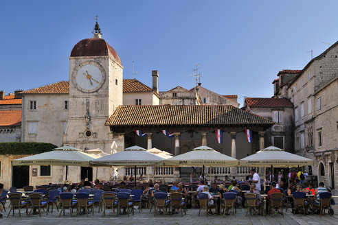 Croatia, Trogir, Cathedral of St Laurentius, bell tower and loggia - BTF000341
