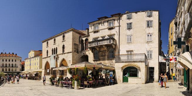 Croatia, Split, main square with ethnographical museum - BT000360