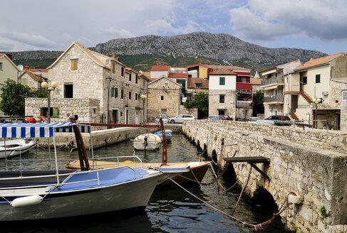 Croatia, Kastela, Kastel Gomilica, Gomile island, bridge - BTF000384
