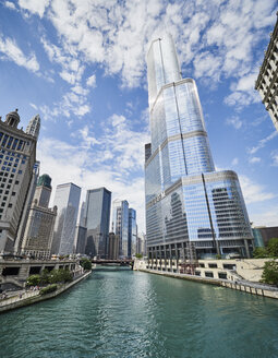 USA, Illinois, Chicago, Chicago River, Trump Tower, high-rise buildings - DISF002162
