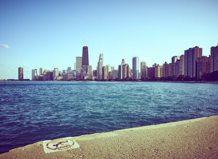 USA, Illinois, Chicago, North Avenue Beach, Lake Michigan, Skyline - DISF002166