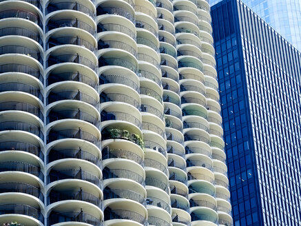 USA, Illinois, Chicago, Marina City, High-rise building, Langham Hotel - DISF002180