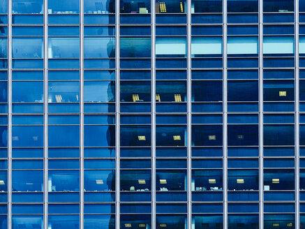 USA, Illinois, Chicago, High-rise building, glass facade - DISF002182