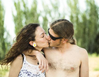 Kissing couple - JASF000007