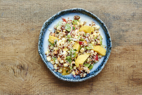 Quinoa salad with mango, carrots, fava beans, red bell pepper, red onion, corn, coconut and raisins - HAWF000848