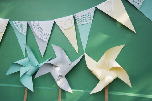 Self-made party decoration, paper windmills and bunting - GISF000153