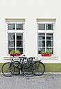 Two parking bicycles leaning on a house front - VI000374