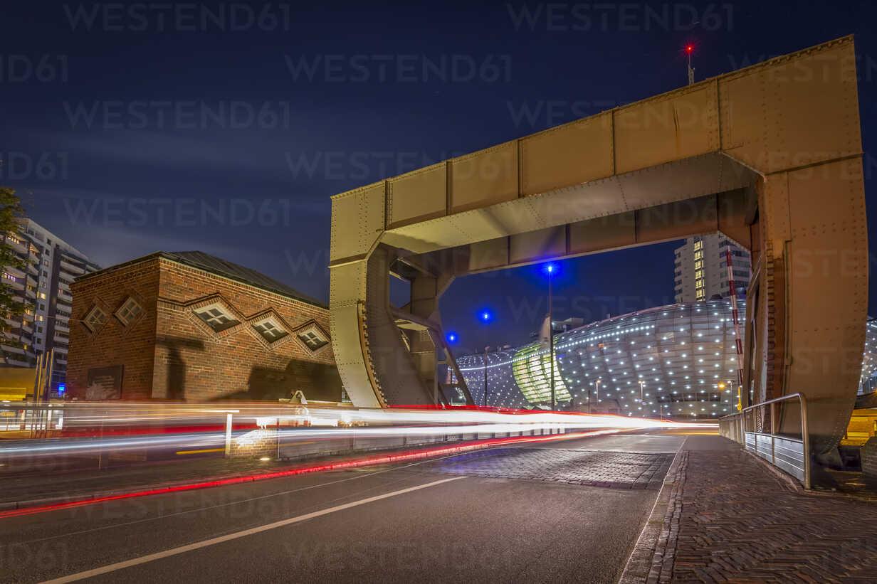 Germany, Bremerhaven, Klimahaus and lift bridge at night - NKF000381 - Stefan Kunert/Westend61