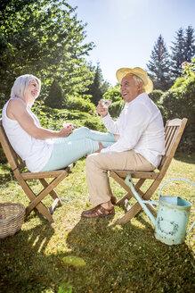 Happy elderly couple in garden - RKNF000307
