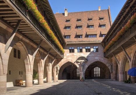 Germany, Nuremberg, crucifixion court in Heilig-Geist-Spital - SIE006749