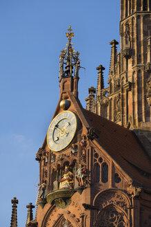 Germany, Nuremberg, clock and Maennleinlaufen at Frauenkirche - SIEF006756
