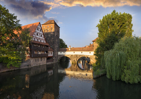 Germany, Nuremberg, wine bar and water tower at Pegnitz River - SIEF006766