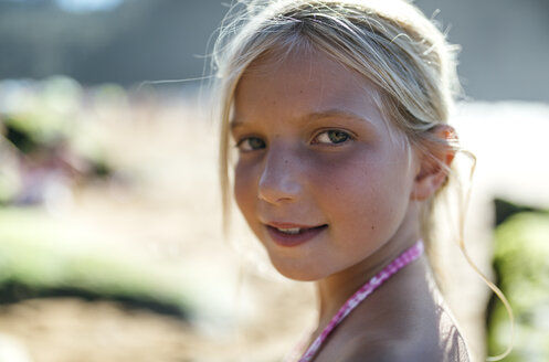 Portrait of a blond little girl - MGOF000591