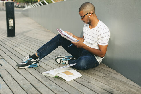 Young Afro-american man studying language - EBSF000866
