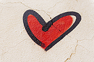 Red heart painted on a wall - GEMF000348
