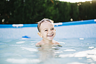 Portrait of happy little boy in a paddling pool - JRFF000052