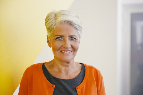 Portrait of smiling mature woman with short grey hair - MFF002106