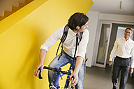 Man with racing bicycle in an office - MFF002127