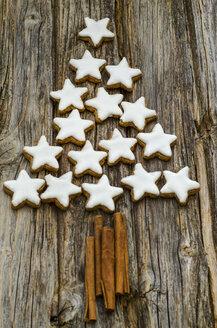 Cinnamon stars and cinnamon sticks shaped like a Christmas tree - ODF001265