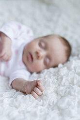 Hand of sleeping newborn baby girl - SHKF000364
