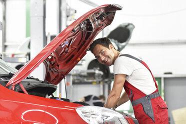 Car mechanic working in repair garage - LYF000513